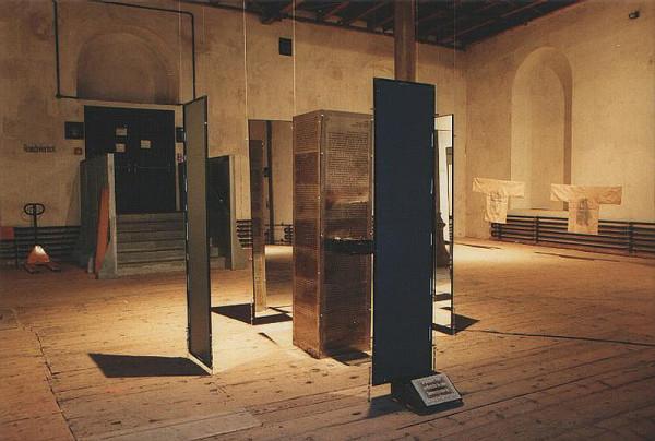 Extremismus-Installation 1997